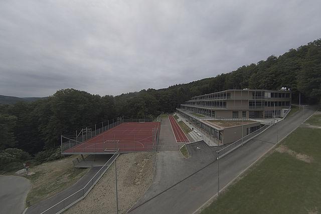 Livebild Baukamera 1 - Webcam 'Gesamtpanorama' - Baustelle Neubau Wienerwaldgymnasium Expositur Tullnerbach (Standbild)